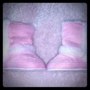 Infant size 2 fuzzy boots.